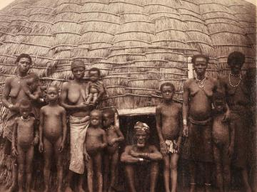 A Zulu Family in front of a traditionnal house