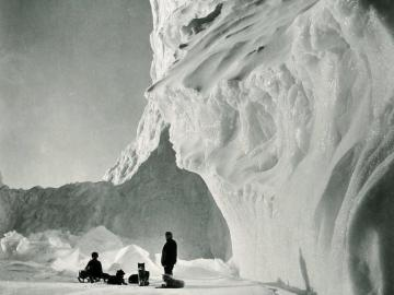 End of the Barne Glacier (Dog Team resting by an iceberg), spring 1911