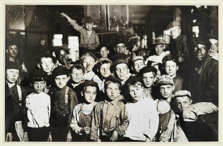 Lewis WICKES HINE (1874-1940)  Indianapolis Newsboys Waiting For the Base-Ball Edition in A Newspape